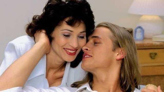 Отношения зрелых женщин с молодыми парнями, супер эротическое фото максим