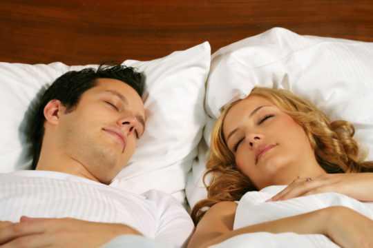 Спят друг с другом любовники